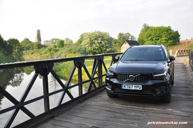 Volvo XC40 D4 R-Design AWD review by Oliver Hammond photo - front