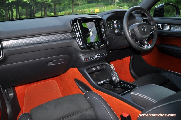 Volvo XC40 D4 R-Design AWD review by Oliver Hammond photo - interior Lava Orange red carpets seats upholstery