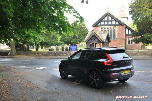 Volvo XC40 D4 R-Design AWD review by Oliver Hammond photo - rear 34