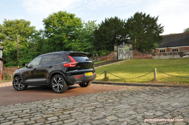 Volvo XC40 D4 R-Design AWD review by Oliver Hammond photo - rear 34b