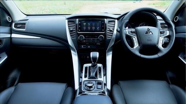 Mitsubishi Shogun Sport road test review Oliver Hammond - photo interior dashboard