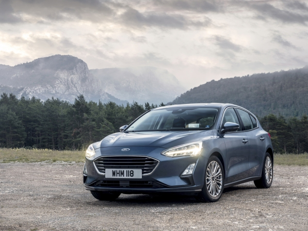 Mk4 fourth generation Ford Focus hatchback in Chrome Blue, Titanium X trim and 17 Luster Nickel alloy wheels