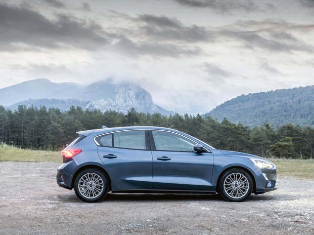 New Ford Focus 4th gen mk 2019 hatch Titanium X blue - review - lease - side